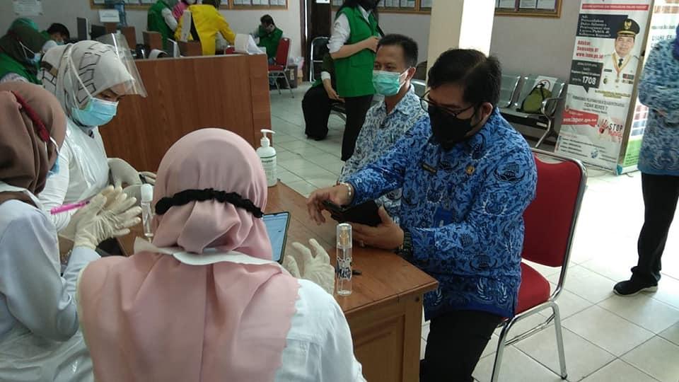DPMPTSP Kabupaten Kapuas melaksanakan kegiatan vaksinasi